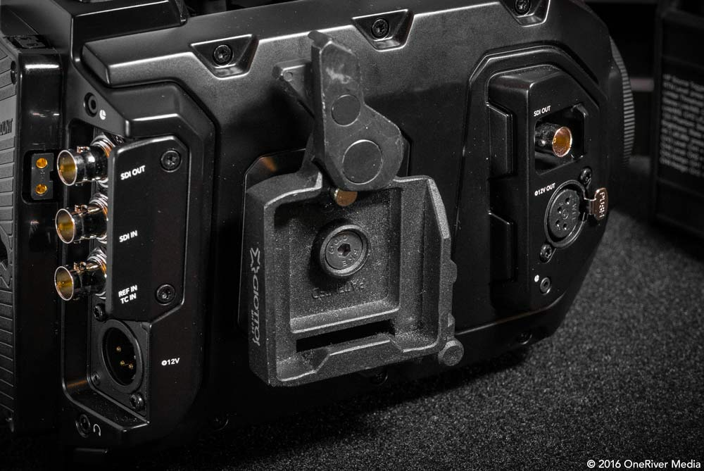 The Giottos MH652 quick-release receiver base fits firmly on the URSA Mini without damage to the Mini's existing rosette receiver.