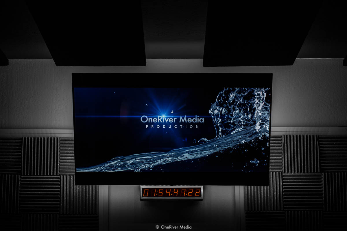 OneRiver Media LG OLED Screen with MediaLight 6500K Bias Lighting